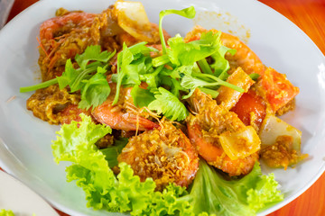 Shrimp grilled fried with curry powder.
