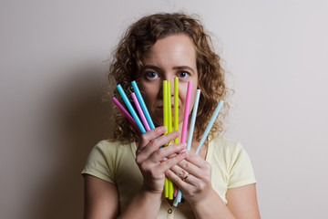 Woman say NO straw pollution