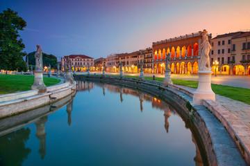 Padova. Cityscape image of Padova, Italy with Prato della Valle square during sunset. Fototapete