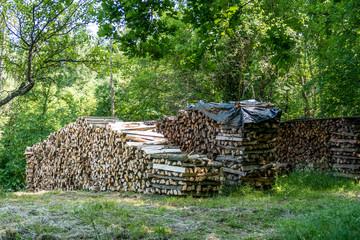 Brennholz aufgesetzt