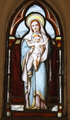Vierge et l'enfant, vitrail d'un caveau du cimetière de Passy à Paris