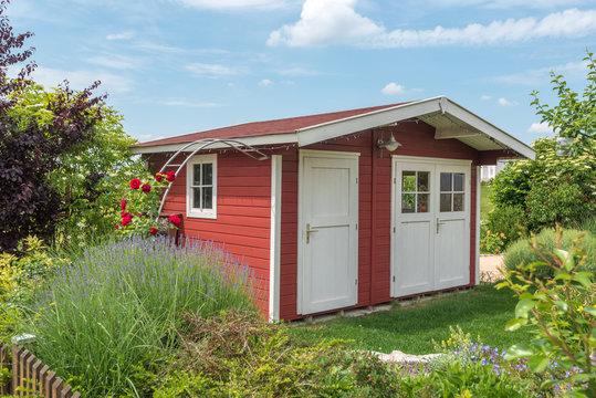Idyllisches Gartenhaus aus Holz