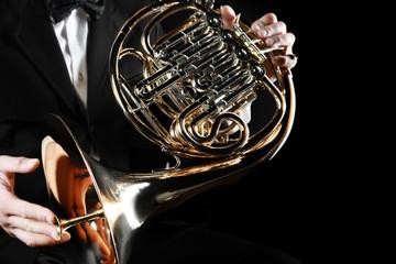 Poster Muziek French horn player hands. Hornist playing horn