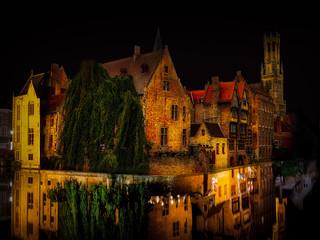 Brügge bei Nacht, die Hauptstadt von Westflandern im Nordwesten Belgiens