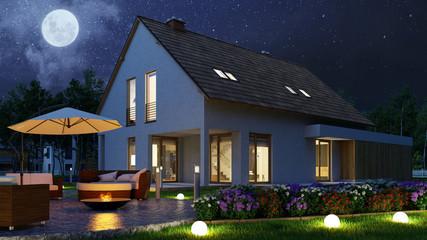 Licht im Garten von Einfamilienhaus bei Vollmond