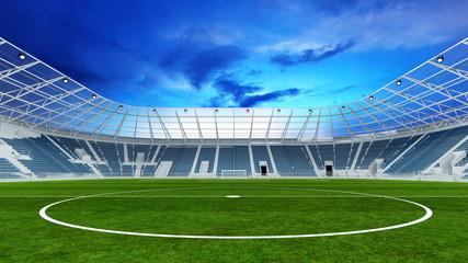 Leeres Fußballstadion abends mit Rasen