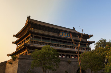 Photo sur Plexiglas Xian View of the beautiful Drum Tower in the city of Xian in China, Asia, at sunset