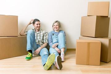 Image of young couple among cardboard boxes