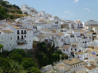 Setenil de las Bodegas, pueblo blanco de la provincia de Cádiz, Andalucía (España)