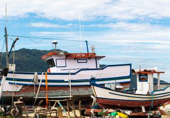 Barcos fora da água para reforma