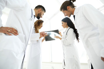 group of doctors discussing an x-ray