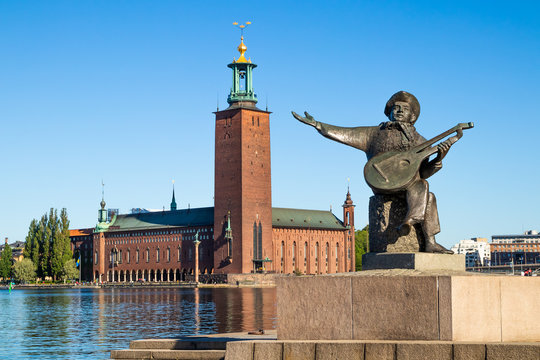 Stockholm City Hall and Evert Taube statue