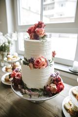Hochzeitstort mit Rosen