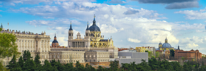 Photo sur cadre textile Madrid anta Maria la Real de La Almudena Cathedral and the Royal Palace