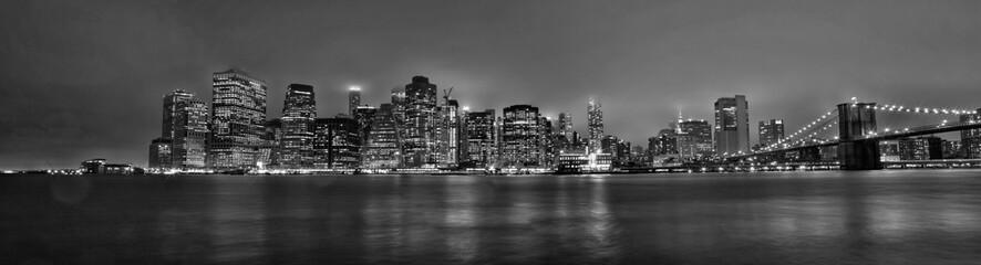 New York skyline Manhattan di sera in bianco e nero