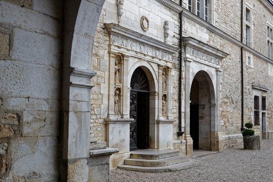Cour du Château du Clos de Vougeot