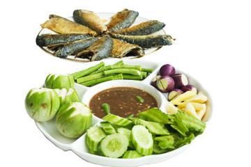 Obraz Shrimp paste sauce (Nam Prik Ka Pi) serve with vegetables and mackerel fish, Thai Food, isolate on white background - fototapety do salonu