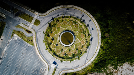 Jardim redondo na rotatória
