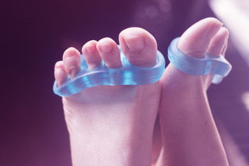 Toe separator to pedicure nails