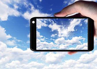 スマートフォンで空を撮影