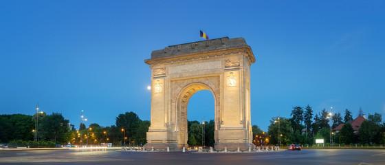 Fototapete - Bucharest, the Triumphal Arch (Arcul de Triumf) at dusk