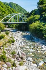 山の中の橋