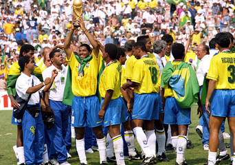 Football - 1994 FIFA World Cup - Final - Italy v Brazil - Rose Bowl, Los Angeles - 17/7/94