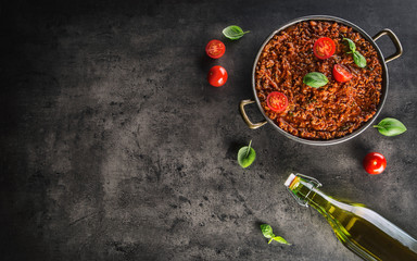 Classic italian bolognese sauce with ingredients olive oil tomatoes and basil leaves Fototapete