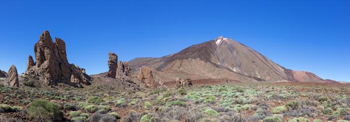 Teide mit Felsformation Roques de Garcia im Nationalpark Teneriffa