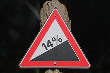 Hinweis-Schild Steigung