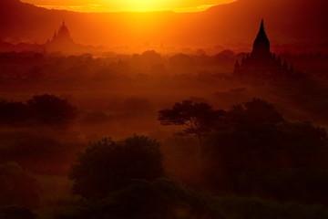 Deurstickers Rood paars Myanmar. Sunsets in the Kingdom of Bagan