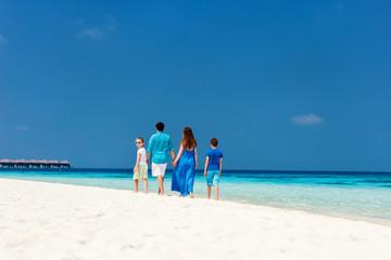 Fototapete - Family on summer vacation