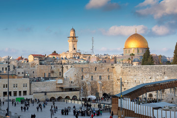 Temple Mount in the old city of Jerusalem, including the Western Wall and golden Dome of the Rock, Jerusalem, Israel.