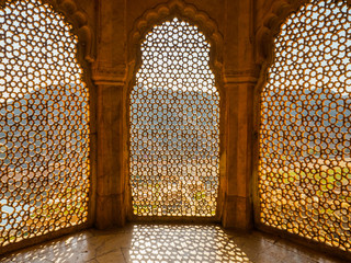Perforated wall in the building of the palace in the Amber Fort, Jaipur, Rajasthan State. Fototapete