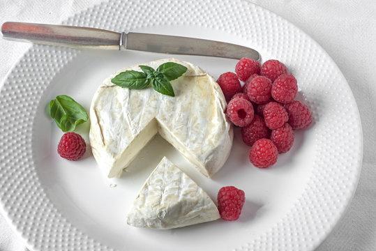 Italienischer Camembert aus Büffelmilch