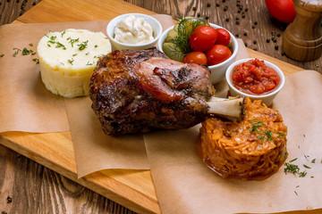 Pork knuckle fried