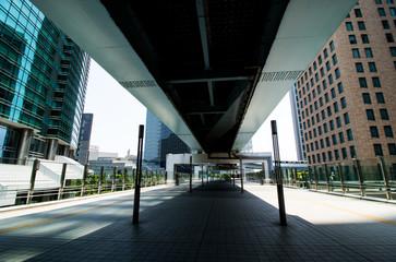 (東京都ー都市風景)汐留ビルに続く歩道橋1