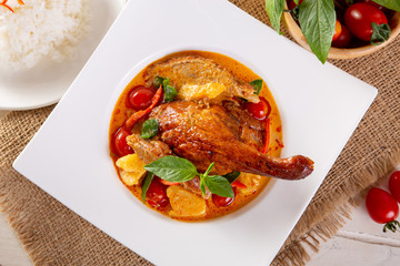 Kaeng Pled Ped Yang (Roasted Duck in Red Curry)