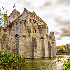 Die Burg Gravensteen in Gent ist die Burg der Grafen von Flandern, Wasserburgen Belgien