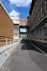 Immeubles avec passerelle couverte