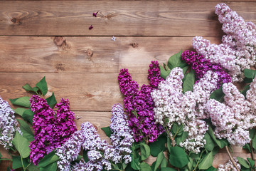 In de dag Lilac Bouquet of purple lilacs flowers on a brown wooden background