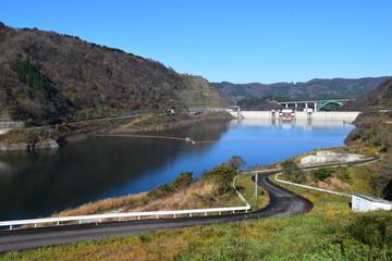 寒河江ダム / 山形県西川町にある、県内最大のダムです。ダムによって形成された人造湖は、月山より名を取って月山湖(がっさんこ)と命名され、財団法人ダム水源地環境整備センターが選定する、ダム湖百選に選ばれています。