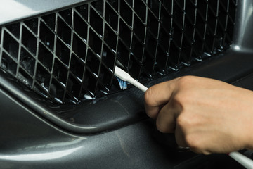 Car detailing series: Cleaning car grille with toothbrush