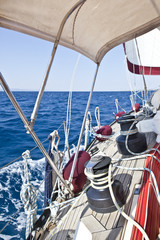 Barca a vela in navigazione.