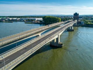 Neue und die alte Rheinbrücke vor Worms