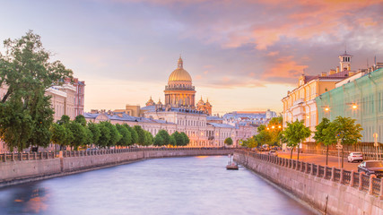 Saint Isaac Cathedral across Moyka river in St. Petersburg Fototapete