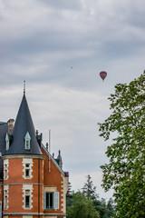 Montgolfière et château dans le Parc de Déomas à Annonay