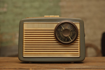 vieille radio portative vintage
