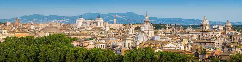 Rome skyline as seen from Castel Sant'Angelo, with the dome of Saint Agnese Church, the Campidoglio, the Altare della Patria monument and the dome of Pantheon. Fototapete