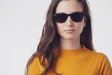 Young beautiful woman whit sunglasses
